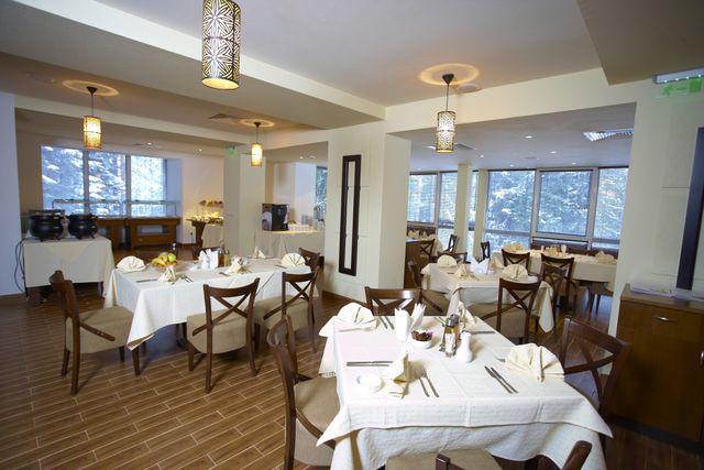 Hotel Festa Chamkoria - Food and dining